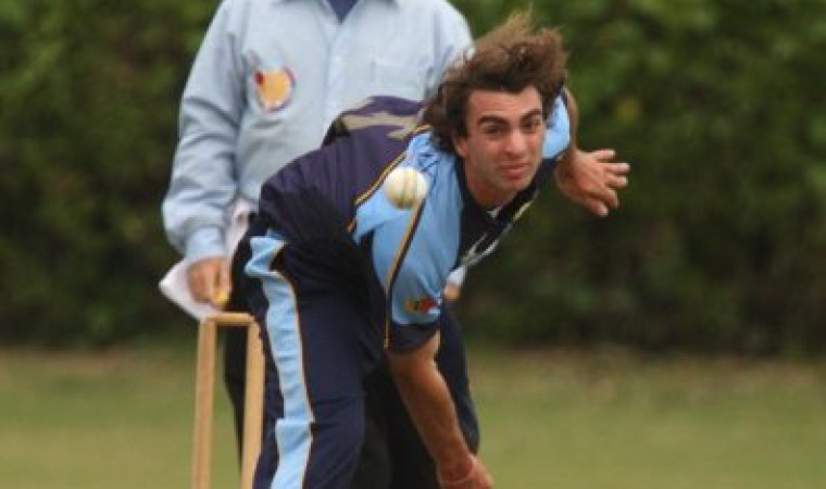 Casime domino la tarde sacando 6 wickets, todos de ellos BOWLED!